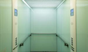 praat in een lift dag